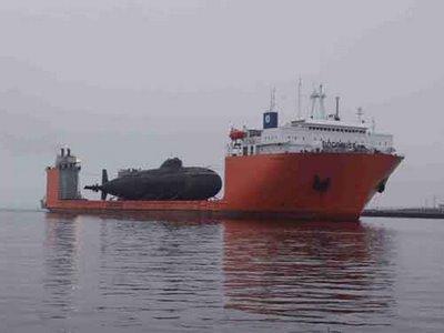 巨大なものを運ぶ船01