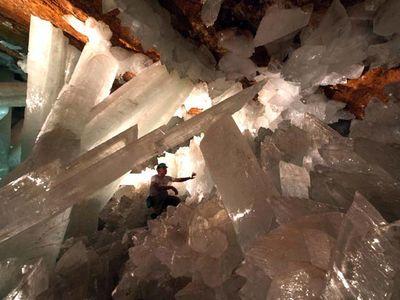 巨大なクリスタルに埋め尽くされた洞窟TOP