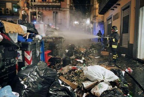 ゴミの街ナポリ04