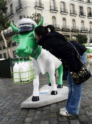 スペインの面白牛彫刻03