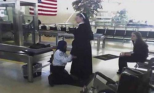 空港で見かける奇妙な事 10