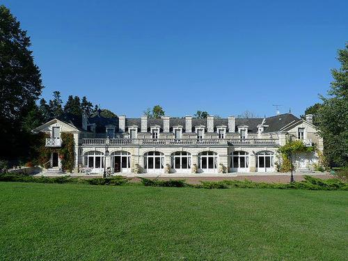 ヨーロッパのお城のような家 E01