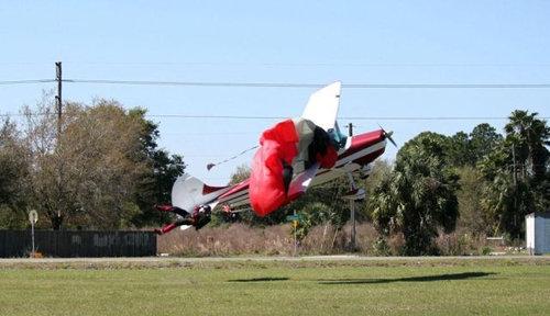 スカイダイバーと飛行機が衝突04