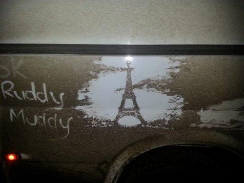 汚れた車でアート05