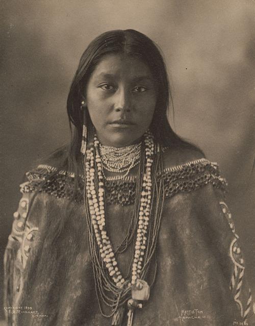 アメリカ先住民の女の子たち04