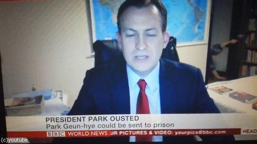BBCワールドニュースの生放送中に子供が乱入09
