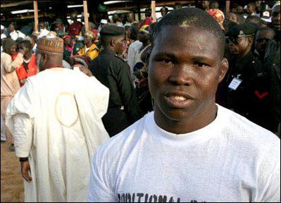 アフリカで繰り広げられるド迫力の格闘技07