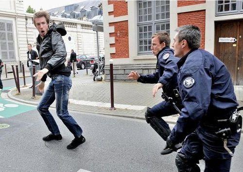 フランス警察の追跡01