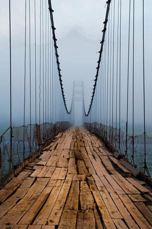 ちょっと渡りたくないロシアの橋01