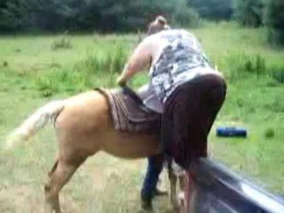 太りすぎて馬に乗れない