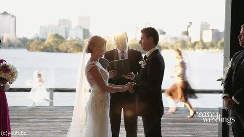 結婚式でフラワーガールがクレイジーになるとき02