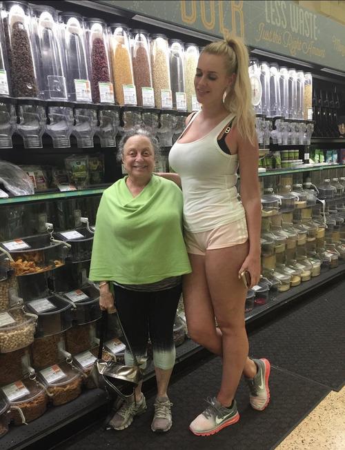 背の低い母親01