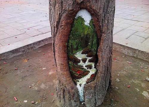 木の幹に絵を描くアート03