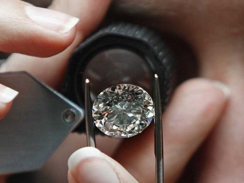 【業界】ほとんどの鑑定士が中国の精巧な偽ダイヤを見抜けなくなった…危機を感じたデビアス社はダイヤモンドの大学を創設★4 YouTube動画>25本 ->画像>8枚