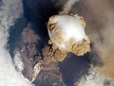 サリチェフ山噴火00