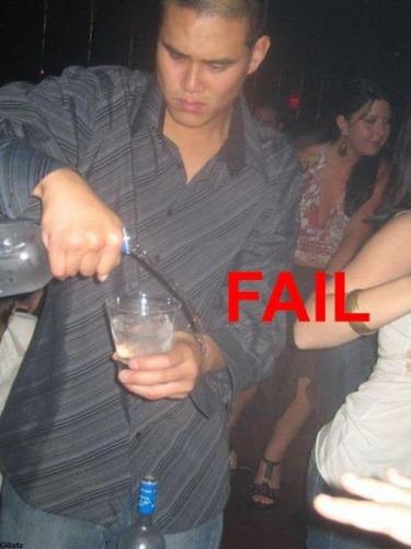 お酒を注ぐのに失敗10