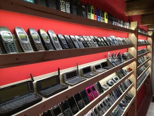 スロバキアの携帯電話コレクター03