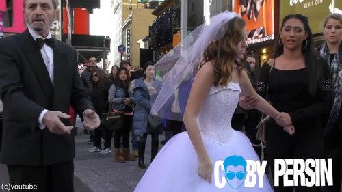 65歳の男性と12歳の少女が結婚式06