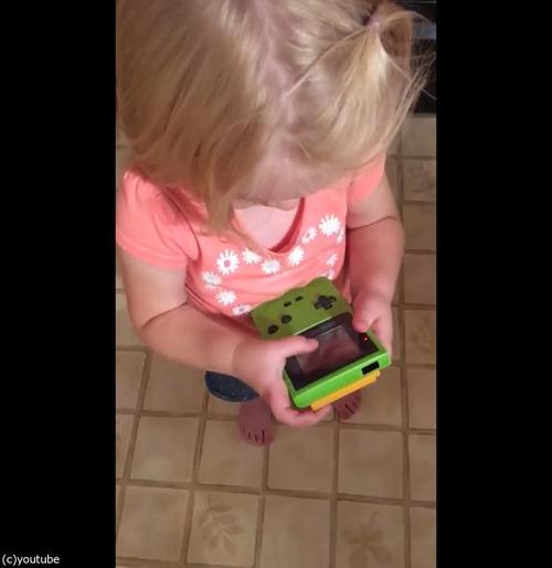 今どきの子どもがゲームボーイを初めて触ると01