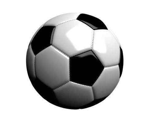 泥んこのサッカーボールを頭で受...