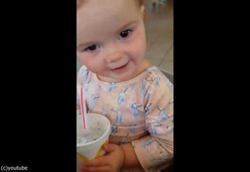 初めてコーラを飲んだ女の子06