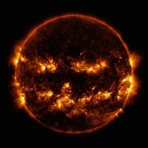 太陽がジャック・オー・ランタンに見えるとき01