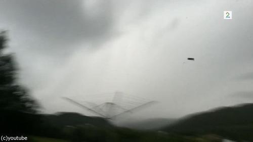 遠くの落雷を撮影していたら5m先に落ちる02