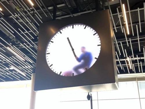 アムステルダム空港の手書き時計01