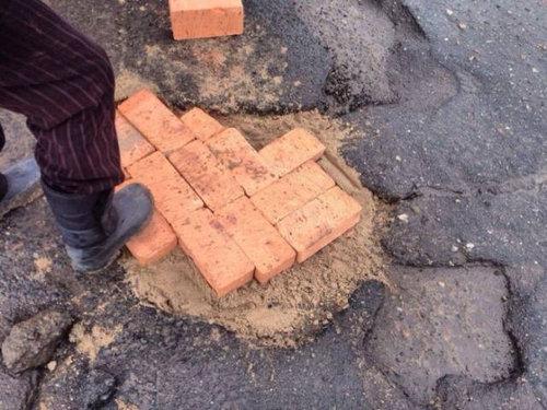 ロシア流の道路補修04