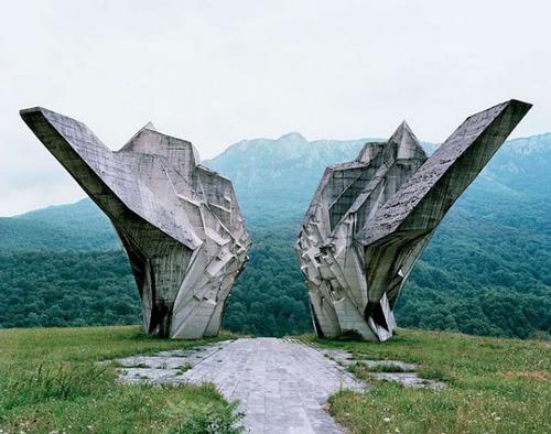 旧ユーゴスラビアのモニュメント13