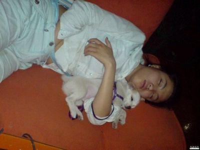 中国のネットカフェでぐっすり眠る人々14