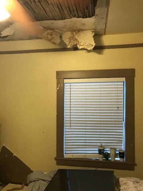 天井を突き抜けてテレビが落ちた08