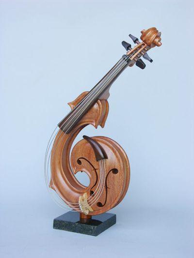 変わった形のバイオリン20
