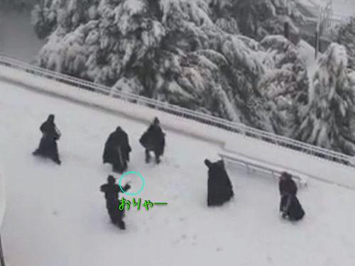 修道士の雪合戦00