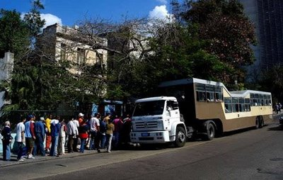 キューバのらくだバス08