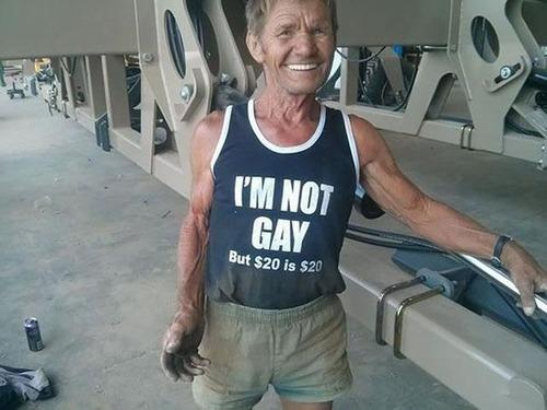 おもしろTシャツを着た老人たち05