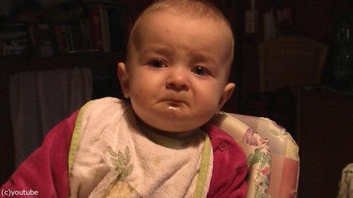 ママの歌で表情がコロコロ変わる赤ちゃん02