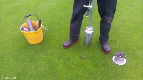 ゴルフのホールカップの位置の変え方09