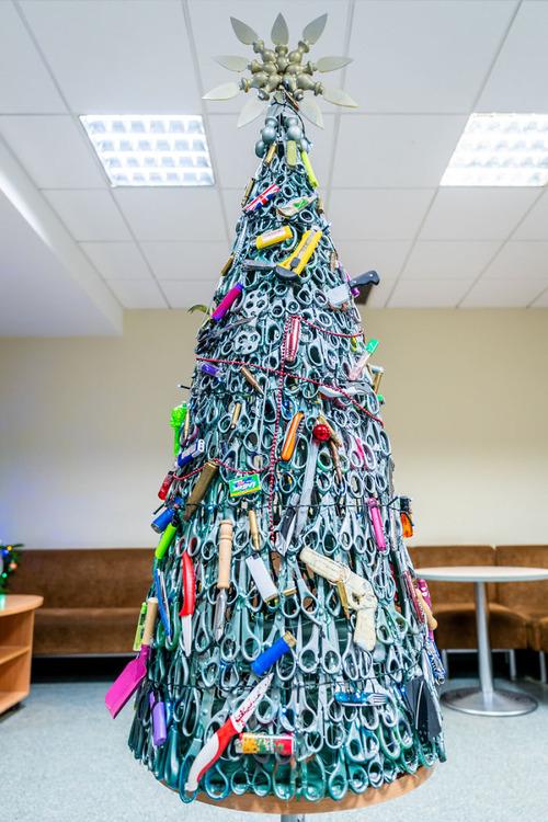 没収品でクリスマスツリー01