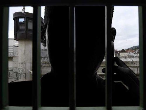 刑務所から振り込め詐欺…オーストリア00