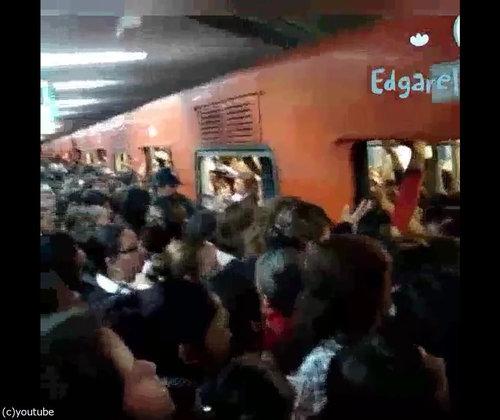 「日本の満員電車とメキシコの満員電車」08