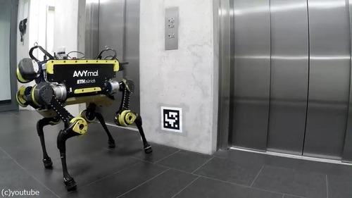 エレベーターを乗りこなすロボット01