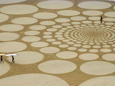砂浜に描いた5kmに及ぶ巨大なアートTOP