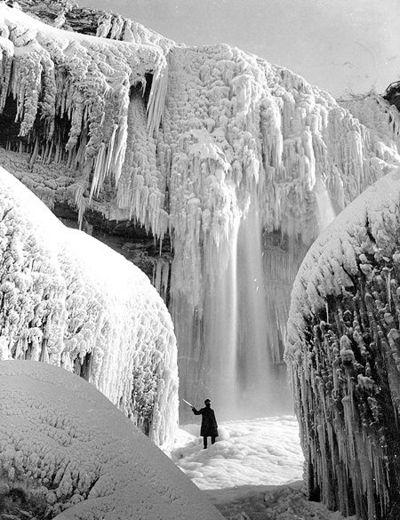 ナイアガラの滝が凍る02