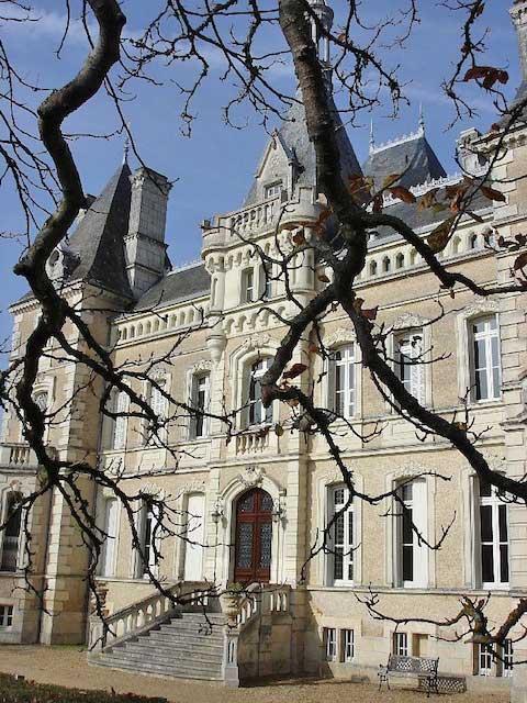 ヨーロッパのお城のような家 D03