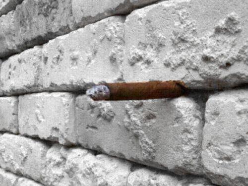 「壁に何が見える?」04