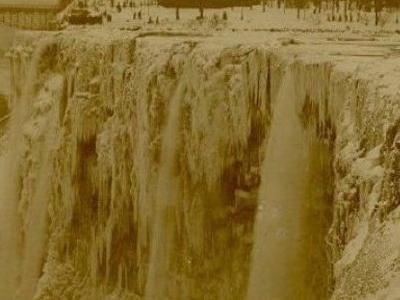 ナイアガラの滝が凍るTOP