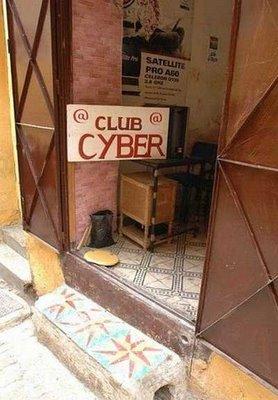 とてもそうは見えない世界のネットカフェ07