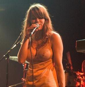 胸の豊かな女性歌手20