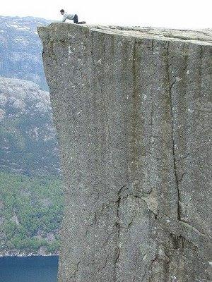 ノルウェーの断崖絶壁「プレーケストーレン」03